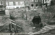 Garners Hill, Lace Market, Nottingham, c Nottingham Caves, Nottingham City Centre, History Photos, Pavement, Family History, Old World, Past, Black And White, Architecture