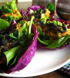 Red cabbage, walnut, cashew, cilantro, avocado, tomato and red bell pepper. From http://www.youtube.com/watch?v=aU4pW0GHlWk&t=1m33s . You can put so many things, whatever you like, in these wraps.
