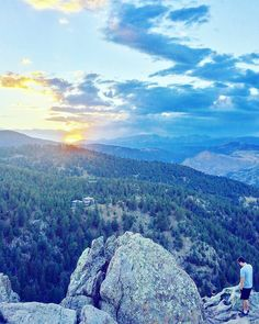 """""""Never measure the height of a mountain until you have reached the top. Then you will see how low it was."""" - Dag Hammarskjöld  To see the sunset in Boulder you gotta get over the mountains. Lost Gulch Lookout is a great spot to do that.  #sunset #auringonlasku #boulder #visitboulder #boulderco #bouldercolorado #colorado #visitcolorado #coloradosunset #coloradoliving #mountains #vuoret #travel #matkalla #reissu #mondolöytö (via Instagram)"""