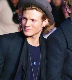 Dougie looking very beautiful at the Thor 2 premiere [22-10-13]