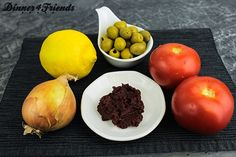Sauer macht lustig, scharf macht an: Tomaten-Oliven-Salat mit Zitronendressing
