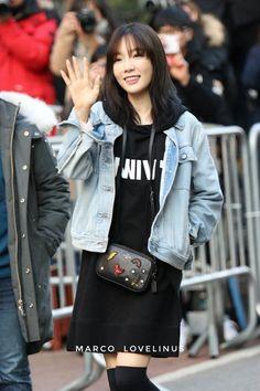 Snsd Airport Fashion, Kim Tae Yeon, Airport Style, Girls Generation, Korean Singer, Girl Group, Korean Fashion, Style Me, Fashion Outfits