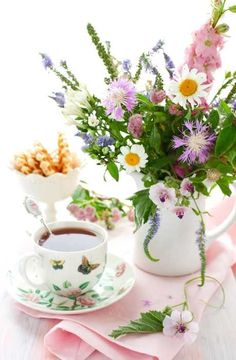 Afternoon tea party ~ bouquet of flowers in a plain white pitcher Coffee Time, Tea Time, Dresser La Table, Pause Café, Afternoon Tea Parties, Sweetest Day, My Cup Of Tea, Vintage Tea, High Tea