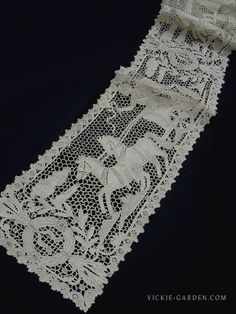 19th century antique Long runner Italian needle lace (111009)