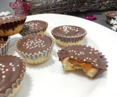 A great recipe for caramel cupcakes. Christmas Sweets, Christmas Candy, Christmas Baking, Great Recipes, Summer Recipes, Caramel Cupcakes, Czech Recipes, Types Of Cakes, Caramel Recipes