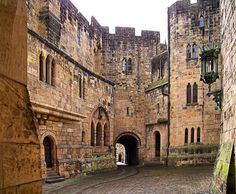 Inside Alnwick Castle | Alnwick Castle, courtyard to state rooms