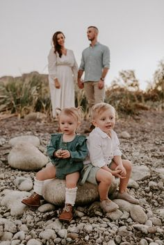 Feeling overwhelmed trying to pick outfits for family photos? Here are some tips and tricks for styling your family photo outfits. Family Picture Poses, Family Posing, Family Portraits, Family Pictures, Beach Portraits, Couple Photos, Winter Family Photos, Fall Family Photo Outfits, Family Of 4