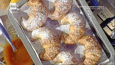 Oggi il maestro Sal De Riso ci propone la classica pasta per fare i croissant che però potremmo utilizzare per fare diversi tipi di brioc...