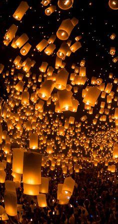 launching sky lanterns by Tassapon Vongkittipong / (Thailand) ? launching sky lanterns by Tassapon Vongkittipong / (Thailand) ?