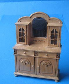 Küchenschrank, Anrichte mit Spielgelteil für das Puppenhaus