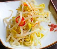 Kong-na-mul   Mu-chim  Seasoned Soybean Sprouts   콩나물무침