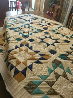 Love the secondary designs created with the quilting on this quilt.