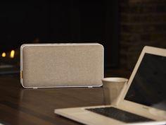 világosbarna. A MOVEit Wi Fi & Bluetooth minden szobádba zenét varázsol. Szóljon egy dal a nappaliban, egy másik a konyhában, vagy ugyanaz minden helyiségeben. A Multi Room System hat MOVEit Wi Fi & Bluetooth készüléket irányít, külön zenével, hangerővel. Kapcsolj össze több készüléket egy helyiségen belül, a tökéletes zenei élményért. SACKit Player App-al. Egyetlen feltöltéssel 12 órán át használhatod. 4.0, micro USB. NFC. AUX. Lemerült a telefonod? Csatlakoztasd a hanszóródhoz. Bose, Bluetooth, Design