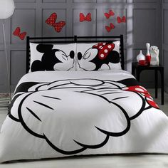 Mickey Mouse bedroom ideas - Minnie Mouse bedroom decor - Mickey Mouse bedding - Minnie Mouse Bedding - Mickey Mouse wall decals - Mickey Mouse Comforters - Disney home decor - Mickey & Friends - Mickey Mouse furniture - Minnie Mouse wall decals - Mickey Minnie Mouse Bedding, Mickey Mouse Bedroom, Disney Bedding, Mickey Mouse Bett, Disney Mickey, Disney Theme, Quilt Set, Quilt Cover Sets, Bedroom Decor