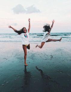 Vsco - fatmoodz girlies x friend pictures, bff pictures, summer photos. Foto Best Friend, Best Friend Photos, Best Friend Goals, Friend Pics, Summer Pictures, Beach Pictures, Beach Pics, Surfing Pictures, Cute Friends