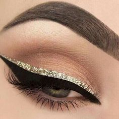 Here in this article we will give you top Eyeliner Styles for girls. Eyeliner is a part of makeup. The girls look incomplete without eyeliner. Gold Eyeliner, Glitter Eye Makeup, Glitter Liner, Gold Glitter Eyeshadow, Glitter Mascara, Glitter Eyebrows, Sparkly Makeup, Brown Eyeliner, Makeup Looks