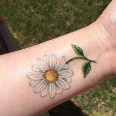 53 trendy flowers tattoo for women daisies Danty Tattoos, Up Tattoos, Sister Tattoos, Body Art Tattoos, Girl Tattoos, Tattoos For Women, Sleeve Tattoos, Tattoo Ink, White Daisy Tattoo