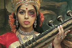 """""""Deusas abusadas"""". Campanha que condena violência contra à mulher na índia, usa imagens religiosas para conscientização da população. - MM ON"""