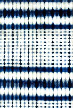 textile japonais : teinture shibori de Motohiko Katano, bleu indigo - blanc