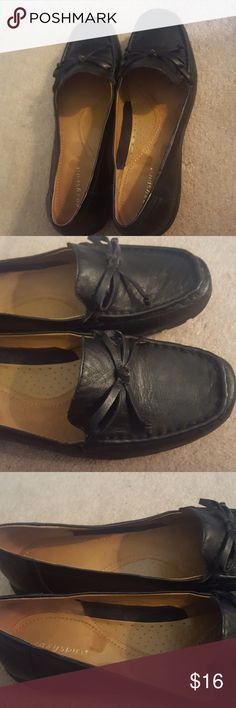 Eesy Spirit Black Shoes Size 10M Easy Spirit Black Shoes Size 10M  Decorative bows Leather upper  Worn once or twice  Excellent condition  Comes in original box! Easy Spirit Shoes Flats & Loafers