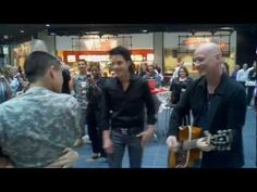 US Soldier proposes to his girlfriend with the help of the band Train who-doesnt-love-a-good-proposal Wedding Proposal Videos, Wedding Proposals, Air Force Love, Best Proposals, Support Our Troops, Sing To Me, Lucky Girl, Military Life, Coming Home