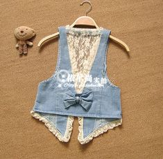 The decoration of the denim vests (selection). Discussion … - Do it Yourself Clothes Diy Jeans, Jeans Refashion, Denim And Lace, Denim Top, Refaçonner Jean, Gilet Jeans, Mode Kimono, Denim Vests, Denim Ideas