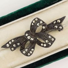 Antique-Vintage-C-1930-Deco-Sterling-Silver-Marcasite-Bow-Ribbon-Brooch-Pin