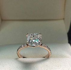 Rose gold engagement rings are very popular. All jewelers include in their collections engagement rings in rose gold. Browse the most popular rings. Beautiful Engagement Rings, Rose Gold Engagement Ring, Princess Cut Engagement, Huge Engagement Rings, Diamond Wedding Rings, Diamond Rings, Cute Rings, Pretty Rings, Bijoux Or Rose