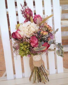 Ramo de novia con flores secas y preservadas