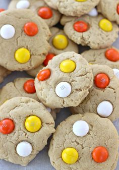 Peanut Butter Cookies with White Chocolate M&M's. These soft Peanut Butter Cookies are topped with White Chocolate Candy Corn M&Ms for the perfect fall or Halloween treat! Easy Cookie Recipes, Best Dessert Recipes, Easy Desserts, Baking Recipes, Delicious Desserts, Bar Recipes, Recipes Dinner, Potato Recipes, Pasta Recipes