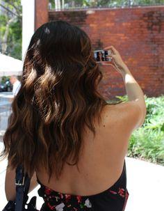 Veja o segredo das ondas modernas de Camila Coutinho quando tinha cabelos longos.