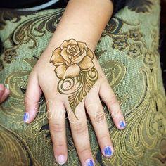 Just a little rose.... #henna #hennalife #hennarose #southerncaliforniafair #southerncaliforniafair2017