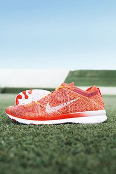 A serious standout. Get a sock-like fit that's super bright in the Nike Free TR 5 Flyknit training shoe.