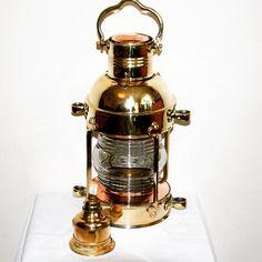 Mosiężna lampa żeglarska, dawna marynistyczna lampa nawigacyjna, stylowa naftowa lampa okrętowa - dawniej wskazywały drogę do portu, oświetlały burty i maszty żaglowców, dzisiaj podstawowy element morskiego wystroju wnętrz, prestiżowa dekoracja marynistyczna, stylowe przedmioty w morskim stylu, upominki żeglarskie, prezent dla Żeglarza, stylowe naftowe lampy okrętowe jako niepowtarzalny prezent, marynistyczny upominek  http://sklep.marynistyka.org/lampy-zeglarskie-c-8.html  http://marynistyka.eu