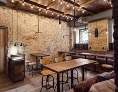 Located in a historical city center of Kiev, a new restaurant and bar - Bottega Wine & Tapas is a true hidden gem for the lovers of Spanish cuisine. Tapas Restaurant, Tapas Bar, Design Bar Restaurant, Pub Interior, Diy Industrial Interior, Bar Design, Design Blog, Design Studio, Café Bar