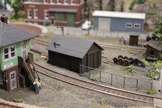 Ho Model Trains, Ho Trains, Escala Ho, N Scale Trains, Casting Kit, Small Bench, Autumn Scenery, Tool Sheds, Model Train Layouts