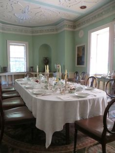 The house that can be seen today is the work of Robert Adam, who altered the original Tudor house on two occasions. Neoclassical Architecture, Architecture Details, Georgian Interiors, House Interiors, English Country Manor, English Interior, Adam Style, Dining Room, Dining Table