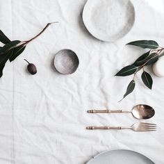 French table setting ~ 31 shots of lifeholidays, home styling, inspire meHome decor Full House, French Table Setting, Table Set Up, Prop Styling, Ceramic Tableware, Slow Living, Deco Table, Minimal Design, Minimal Style
