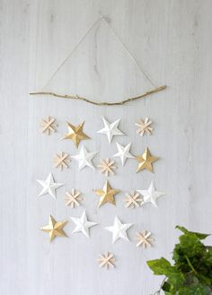 DIY Christmas wall hanging by Craft Hunter