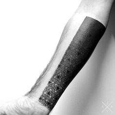 Australian artist Jaya Suartika uses bold, thick black lines to create beautiful geometric tattoos on his subjects, occasionally adding in blocks of muted Skull Tattoos, Black Tattoos, Cool Tattoos, Diy Tattoo, Floral Tattoo Design, Tattoo Designs, Floral Tattoos, Geometric Tattoo Minimal, Geometric Tattoos