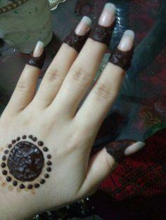 Hand Pics, Hand Pictures, Girls Hand, Stylish Girls Photos, Hana, Beautiful Hands, Silver Rings