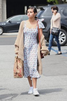 Selena Gomez Out in Los Angeles 04/01/2018. Celebrity Fashion and Style | Street Style | Street Fashion