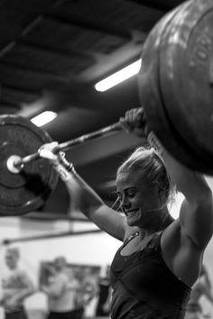 Female Crossfit Athletes, Crossfit Women, Crossfit Gym, Crossfit Chicks, Sara Sigmundsdottir, Weight Loose Tips, Fitness Tips, Health Fitness, Crossfit Motivation