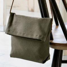 紙袋風で簡単シンプルに!カーキ色の帆布のポシェットの作り方(バッグ)   ぬくもり