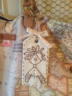 pitimini: Bolsos Trotamundos Primitive Stitchery, Quilted Gifts, Fabric Journals, Sewing Art, Hand Sewing, Heart Crafts, Christmas Sewing, Embroidery Applique, Doll Patterns