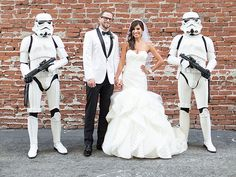 hilarious Star Wars themed wedding. but I love her dress!