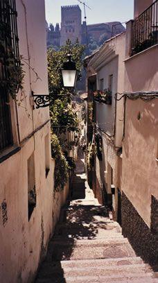 El Albaicin en Granada, Granada , tierra sonada por mi, Mi cantar se vuelve gitano Cuando es para ti, Mi cantar flor de melancolia....