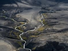 Here Today Photographing from a Cessna Stas Bartnikas captures a seasonal view of southern Iceland. Bartnikas explains that as glaciers melt in the summertime rivers start their currents among fractures in the lava fields. The easiest way to see it is [by] flying above he writes.  This photograph was submitted to the 2015 National Geographic Photo Contest.  Browse galleries of editors favorites >>  Comparte si te gusta.