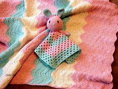 Calu Art: Letni kocyk + niespodzianka Crocheting, Crochet Necklace, Christmas Ornaments, Holiday Decor, Amigurumi, Crochet, Christmas Jewelry, Christmas Decorations, Knits