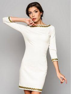Abito bianco. Abito tubino. Vestito per donna. Vestito d'autunno con maniche lunghe.